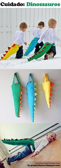 fantasias de pequenos dinossauros.