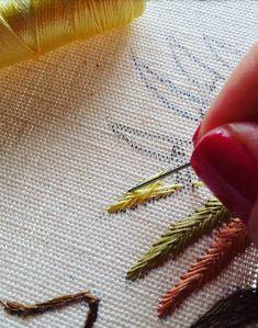 #littlestitchesportugal #handembroidery #embroidery #needleart #needlework #needlepoint #agulhaelinha # ricamoamano #broderiemain #bordado #bordadoàmão #bordadodecastelobranco #tapestry #silkwork #textileart #bordadosdecastelobranco #madeinportugal #pontopena #featherstitch