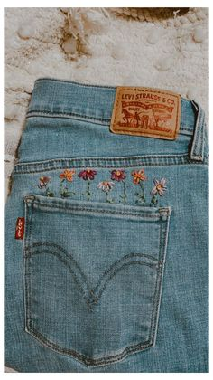 Embroidery On Clothes, Embroidered Clothes, Embroidery Art, Embroidered Flowers, Embroidery Patterns, Hand Embroidery Projects, Lazy Daisy Stitch, Creative Textiles, Textiles Techniques