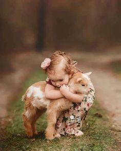 Baby Farm Animals, Baby Animals Super Cute, Baby Animals Pictures, Cute Little Baby, Cute Little Animals, Cute Animal Pictures, Cute Funny Animals, Smiling Animals, Kids Animals