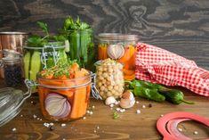 Fermentieren: Essen haltbar machen wie zu Omas Zeiten Sauerkraut, Gluten, Vegetables, Food, Diet, Fermented Foods, Healthy Food, Essen, Vegetable Recipes