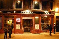 Cafe Central, a jazz cafe in central Madrid is one of our picks for the most romantic restaurants in Spain. Cena Show, Madrid Nightlife, Narrow Staircase, Jazz Cafe, Find Cheap Hotels, Hotel Reservations, Most Beautiful Cities, Cafe Bar, Tapas Bar