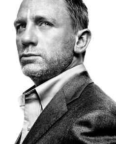 Daniel Craig - English actor, best known for playing British secret agent James Bond since Love that he married Rachel Weisz. World Press Photo, Foto Portrait, Cinema Tv, Actrices Hollywood, Celebrity Portraits, Famous Portraits, Celebs, Celebrities, Good Looking Men