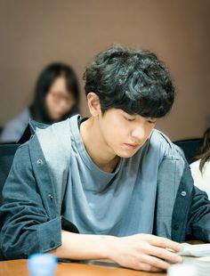 Chanyeol at the script reading of Memories of the Alhambra Park Chanyeol Exo, Exo Chanyeol, Kyungsoo, Chansoo, Chanbaek, Exo Awards, Kai, Rapper, Exo Group