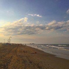 #Rimini #mare #maggio #kytessurfing #kiteaurf #waves #sea #italy #italia #skyporn #sky #cielo #clouds #nuvole #cloudporn #spiaggia #beach #beachporn #sunset #sunsetporn #tramonto by decimax82