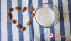 Latte di mandorla home made, ideale per colazione o come ingrediente di torte senza lattosio. Glass Of Milk, Drinks, Food, Drinking, Beverages, Essen, Drink, Meals, Yemek