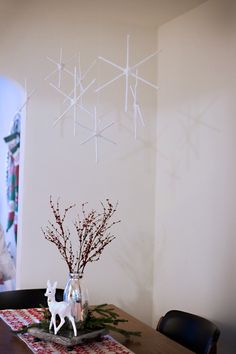 dowels and yarn snowflakes hung up with fishing line and white tacks Christmas Arts And Crafts, Christmas Home, Christmas Decorations, Frozen Party, Snowflakes, Garland, Fishing, Craft Ideas, Holiday