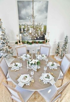 Rustic Glam Christmas Dining Room – Sand and Sisal – Home Decoration Christmas Staircase Decor, Country Christmas Decorations, Christmas Home, Cheap Christmas, Coastal Christmas, Rustic Christmas, Christmas Cards, Xmas, Christmas Dining Table