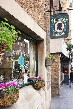 See the best of Edinburgh, Scotland in four days. This itinerary is perfect for first-time visitors to see all the popular attractions in the city, including Clarinda's Tea Room, which is the BEST in Edinburgh.