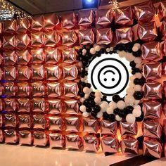 """Yᴏᴜʀ Bᴀʟʟᴏᴏɴs ➪ Eᴠᴇɴᴛsᴛʏʟɪɴɢ op Instagram: """"𝚆𝚑𝚎𝚗 𝚠𝚎 𝚝𝚊𝚔𝚎 𝚘𝚞𝚛 𝚋𝚊𝚕𝚕𝚘𝚘𝚗𝚠𝚊𝚕𝚕 𝚝𝚘 𝚝𝚑𝚎 𝚗𝚎𝚡𝚝 𝚕𝚎𝚟𝚎𝚕! 𝙴𝚎𝚗 𝚠𝚎𝚎𝚔 𝚐𝚎𝚕𝚎𝚍𝚎𝚗 𝚔𝚛𝚎𝚐𝚎𝚗 𝚠𝚎 𝚍𝚎 𝚟𝚛𝚊𝚊𝚐 𝚘𝚏 𝚠𝚎 𝚎𝚎𝚗 𝚎𝚢𝚎-𝚌𝚊𝚝𝚌𝚑𝚎𝚛 𝚔𝚘𝚗𝚍𝚎𝚗 𝚟𝚎𝚛𝚣𝚘𝚛𝚐𝚎𝚗 𝚋𝚒𝚓 𝚍𝚎…"""" Advent Calendar, Balloons, Holiday Decor, Instagram, Home Decor, Globes, Decoration Home, Room Decor, Balloon"""