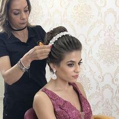 Discover penteadossonialopes's Instagram Salvador estou chegando!!. . PenteadosSoniaLopes ✨ . . . #sonialopes #cabelo #penteado  #noiva #noivas #madrinha #casamento #hair #hairstyles #hairstyle #weddinghair #wedding #inspiration #instabeauty #beauty #makeup #braids #braidideas #cabeleireiros #curl #curls #penteados #noivassp #noivassalvador #haircut #hairdo #hairstyling #hairideas #peinado 1572499802780199527_1188035779
