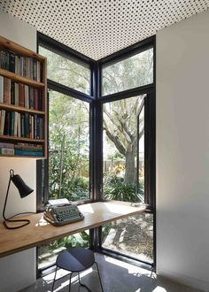 Contemporary house… Contemporary house with a home office desk by the corner window Home Office Layouts, Home Office Desks, Home Office Furniture, Office Decor, Melbourne House, Timber House, Office Interior Design, Interior Stylist, Exterior Design