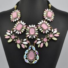 Gorgeous statement necklace Stunning statement necklace. New in package Jewelry Necklaces