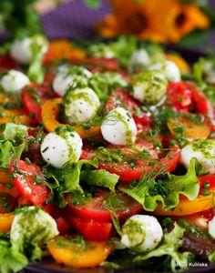 Sałatka z kolorowych pomidorów, z mozarellą i sosem koperkowym Vegetarian Recipes, Healthy Recipes, Caprese Salad, Meal Prep, Food Prep, Eat Cake, Lunch, Food And Drink, Yummy Food