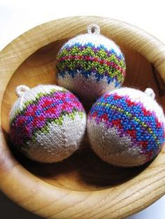 Christmas ball ornaments knitting pattern, various styles and more holiday decoration knitting patterns at http://intheloopknitting.com/holiday-decorations-knitting-patterns/