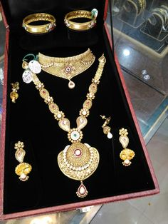Gold Ring Designs, Gold Jewellery Design, Gold Jewelry, Indian Jewelry Sets, Indian Wedding Jewelry, Gold Mangalsutra Designs, Palmistry, Chokers, Handmade Jewelry
