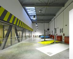 Office-Garage / Ultra Architects Image 7 of 19 from gallery of Office-Garage / Ultra Architects. Photograph by Jeremi Buczkowski Garages, Garage Repair, Car Repair, Garage Office, Warehouse Design, Mechanic Garage, Garage Shop, Garage House, Car Garage