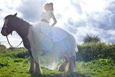"""'Ecuestre novia """"por Sian Ashleigh Fotografía en Capricho Magazine Online 2"""