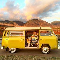 VW Camper in the mountains ❤️❤️❤️ Volkswagen Transporter, Beetles Volkswagen, Transporter T3, Volkswagen Bus, Vw T1, Vw Minibus, Combi T2, T3 Camper, Vw Camping