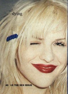 Courtney Love in very makeup. 90s Grunge, Grunge Outfits, Grunge Style, Soft Grunge, Drew Barrymore 90s, Makeup Trends, Love Makeup, Beauty Makeup, Courtney Love 90s