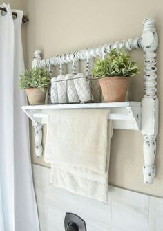 DIY Towel Bar from Vintage Bed Frame DIY towel bar from Jenny Lind bed frame. The post DIY Towel Bar from Vintage Bed Frame appeared first on Decor Ideas. Shabby Chic Kitchen, Shabby Chic Homes, Shabby Chic Decor, Shabby Chic Shelves, Rustic Decor, Shabby Chic Bed Frame, Antique Decor, Modern Decor, Rustic Crafts