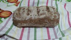 Pane nero e mix di semi, senza glutine