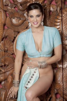 In Pics: Bollywood actress Sunny Leone blue saree strip Selfie Gato, Beautiful Indian Actress, Beautiful Women, Indian Girls, Sexy Hot Girls, Mannequins, Indian Beauty, Bollywood Actress, Indian Actresses