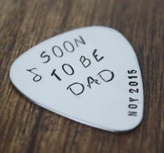Pregnancy Announcement to Dad Ideas Gift Pregnancy Dad Announcement Soon to be Dad Pregnancy Reveal Gift Dad Guitar Pick Announcement Early Pregnancy Signs, Surprise Pregnancy, Pregnancy Announcement To Husband, Pregnancy Announcements, Page Web, Pregnancy Information, Dad Baby, After Baby, Guitars
