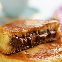 Pancakes 2019 These pancakes have a delicious Nutella centre, and they're perfect for Sunday breakfasts and kids parties.These pancakes have a delicious Nutella centre, and they're perfect for Sunday breakfasts and kids parties. Desserts Nutella, Nutella Pancakes, Pancakes And Waffles, Delicious Desserts, Yummy Food, Nutella Breakfast, Baking Recipes, Cake Recipes, Dessert Recipes