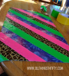 How to make Duct Tape Purses! Definitely need to show this to Melia!
