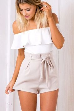 How to adopt the chic woman playsuit - Mode et Beaute Adrette Outfits, Preppy Outfits, Stylish Outfits, Cool Outfits, Fashion Outfits, Classy Shorts Outfits, 80s Fashion, Fashion Wear, Korean Fashion