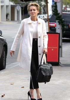 Sharon Stone, looks bold and beautiful in a monochrome outfit in Beverly Hills White Fashion, Look Fashion, Timeless Fashion, Over 50 Womens Fashion, Fashion Over 40, Beverly Hills, Sharon Stone Photos, Monochrome Outfit, Business Casual Attire