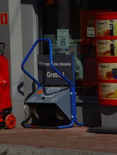 Maszyna do czyszczenia butów na stacji benzynowej