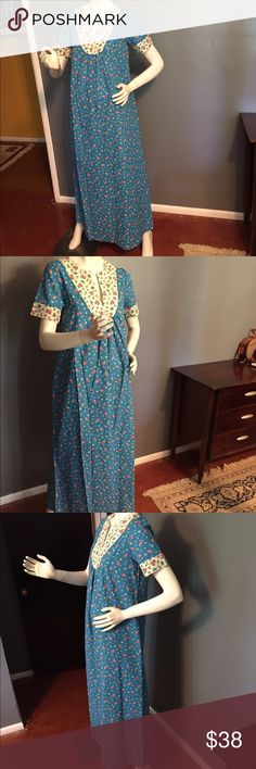 """Vintage floral maxi. Vintage floral maxi. Has one pocket. Feels like cotton. Pristine condition. Length 53"""", bust 36"""". Waist is a free size. Meant to be flowy from bust down. Zipper in back. Vintage Dresses Maxi"""