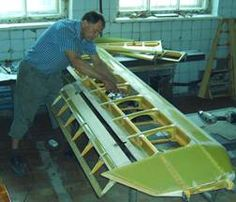 Виктор Дмитриев работает над крылом X-12h