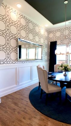 Black and White Dining Room Stenciled wall Black and White Dining Room Stenciled wall The Decorating Coach For DIY Decorators thedecoratingcoach Dining Room Design These black nbsp hellip Dining Room Wallpaper, Dining Room Walls, Wallpaper Ceiling, Modern Living Room Wallpaper, Wall Paper Dining Room, Salon Wallpaper, Floor Wallpaper, Home Room Design, Dining Room Design