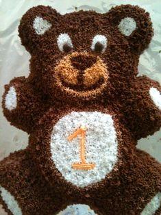 Yumi's birthday cake Teddy Bear Birthday Cake, Teddy Bear Cupcakes, Boys 1st Birthday Cake, Teddy Bear Party, Boy Birthday Parties, Baking Party, Bear Cakes, Cute Cakes, Cupcake Cakes