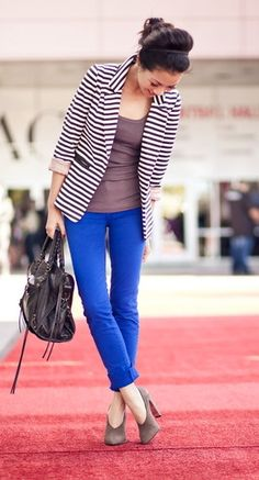 Striped blazer, grey top, bright blue jeans or any coloured jeans. Grey booties.