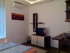 Stan u mjestu: Beograd, Srbija. The apartment is located close to the main bus and train station. Well connected by public transports. The surroundings are quiet and safe. Several bars and good ethnic restaurants are reachable on foot. The apartment is clean and fully comfortabl...