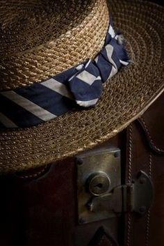 Looks like a boater Mode Masculine, Boater Hat, Wearing A Hat, Love Hat, Hats For Men, Ladies Hats, Caps Hats, Men's Hats, Beanies
