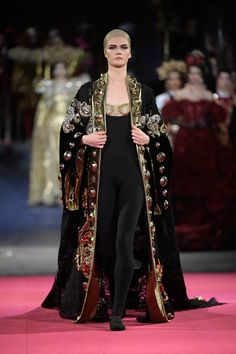 See all the Collection photos from Dolce & Gabbana - Alta Moda Autumn/Winter 2020 Pre-Fall now on British Vogue Fashion 2020, Runway Fashion, High Fashion, Luxury Fashion, Fashion Show, Fashion Outfits, Fashion Design, Fashion Cape, Style Haute Couture
