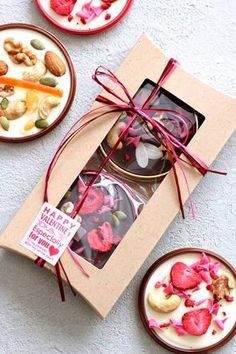 Chocolate Candy Recipes, Chocolate Bark, Chocolate Gifts, Homemade Chocolate, Bakery Packaging, Cookie Packaging, Marshmallow Sweets, Caramel Biscuits, Chocolate Wrapping