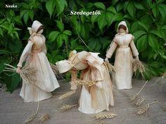Fotó: Hamarosan .. Adult Crafts, Crafts For Kids, Corn Husk Crafts, Corn Husk Dolls, Crepe Paper Flowers, Nature Crafts, Doll Patterns, Creations, Wreaths
