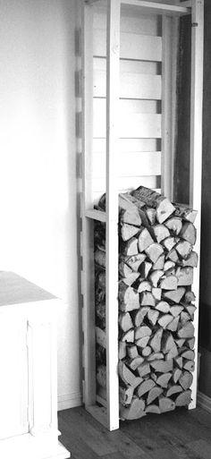 Rom for Detaljer: Vedstativ. h 2m x b50 cm, innendørs, hjemmesnekret. Plass til 5 sekker ved a 40 , totalt 200 l ved.