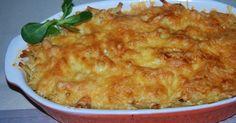 Składniki: 250 g makaronu dowolnego 250 g pieczarek 1 duża cebula 1 łyżka masła klarowanego gotowany kurczak z rosołu 250 ml śmieta...
