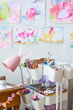 IKEA crafts supply caddy for kids | Bastelwagen DIY für Kinder. Ideas for a creative kids atelier space on the blog forkandflower.com #ikea #crafts #supply #storage #organisation #diy #kids #craftswithkids #basteln #kinderbastelei #bastelei #malen #kinderzimmer #kidsroom #craftscaddy #storagesolution #creative #ideas