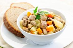 Tasty Irish Stew is a yummy filling meal for a family, that won't break the budget. Our Irish Stew recipe is quite simple and perfect for cooler weather! Healthy Slow Cooker, Crock Pot Slow Cooker, Crock Pot Cooking, Slow Cooker Recipes, Crockpot Recipes, Carne Asada, Irish Stew, Make Ahead Meals, Healthy Soup Recipes