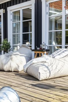 A bean bag chair is multi functional: a lounger, a recliner, a chair, a hammock and way more! A bean bag chair is a brilliant useful and cozy piece of Balcony Chairs, Balcony Furniture, Garden Sofa, Garden Chairs, Chair Design, Furniture Design, Balcony Design, Garden Design, Outdoor Cushions