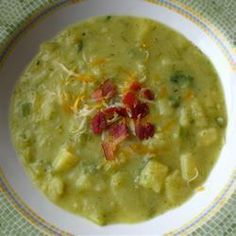 This soup is highly indulgent. It's creamy and packed full of flavour. Potatoes and leeks are simmered in a creamy chicken stock. Cheap Clean Eating, Eating Fast, Clean Eating Snacks, Creamy Potato Soup, Potato Leek Soup, Soup Recipes, Cooking Recipes, Yummy Recipes, Lunches