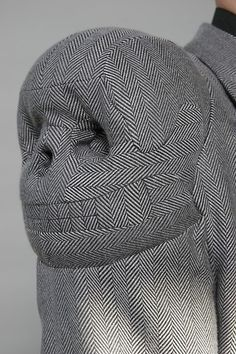 Aitor Throup - skull shoulder - intricacy of fabric pattern matching Textiles, Mode 3d, Fashion Art, Fashion Design, Skull Fashion, Net Fashion, Fashion Outfits, Winter Outfits, Sculptural Fashion